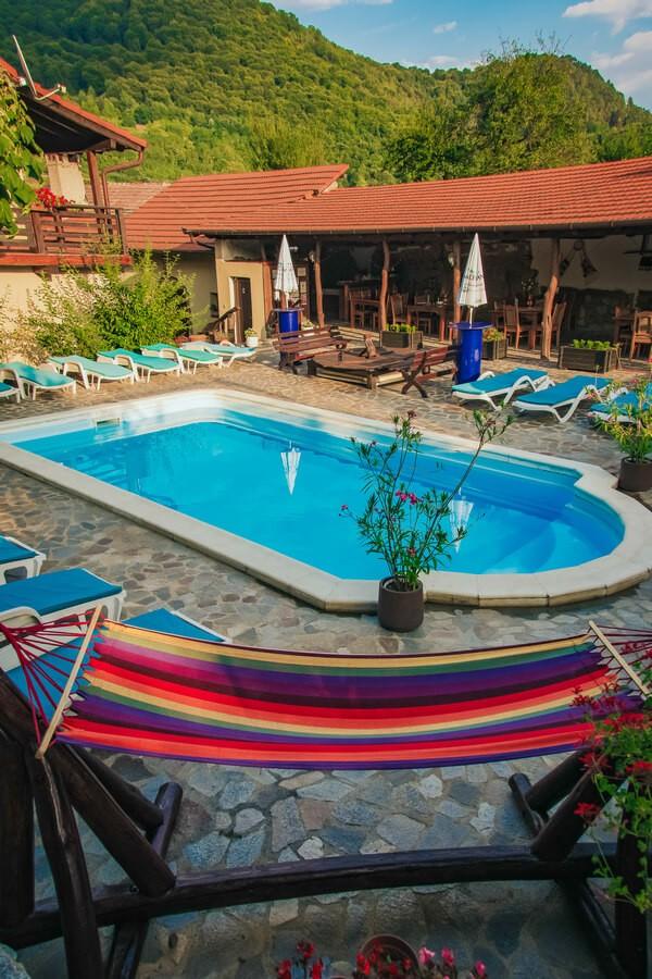 pensiune cu piscina in transilvania